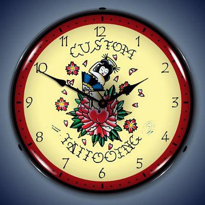 часы с татуировкой